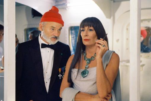 still-of-bill-murray-and-anjelica-huston-in-the-life-aquatic-with-steve-zissou-large-picture